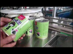 màquina automàtica plena d'ampolles amb líquid cosmètic automàtic